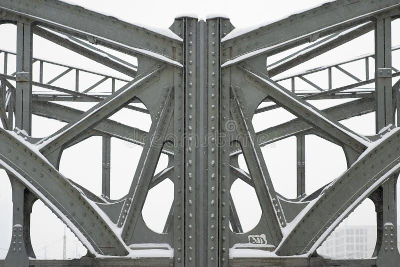 Poutres en acier sur une passerelle de botte en métal photo libre de droits