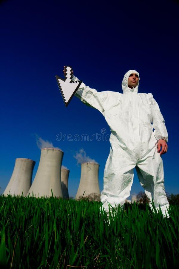 pouvoir de centrale nucléaire d'homme photos libres de droits