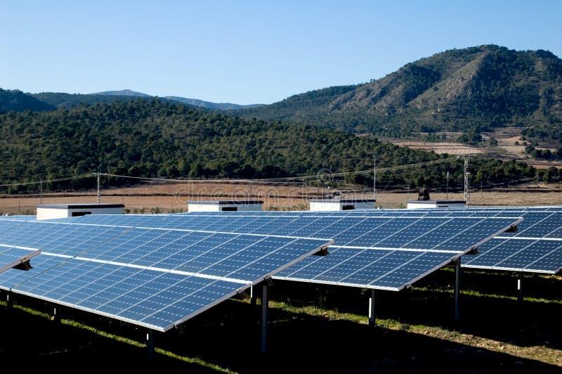 pouvoir de centrale solaire illustration de vecteur