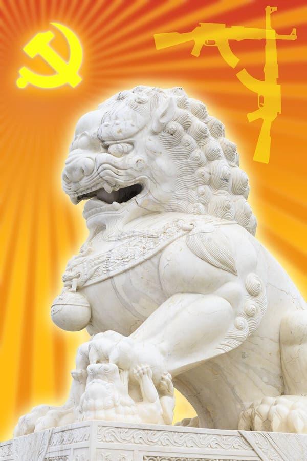 Pouvoir politique du communisme en Chine, signe de parti de la Chine communiste et lion en pierre de chinois traditionnel images libres de droits
