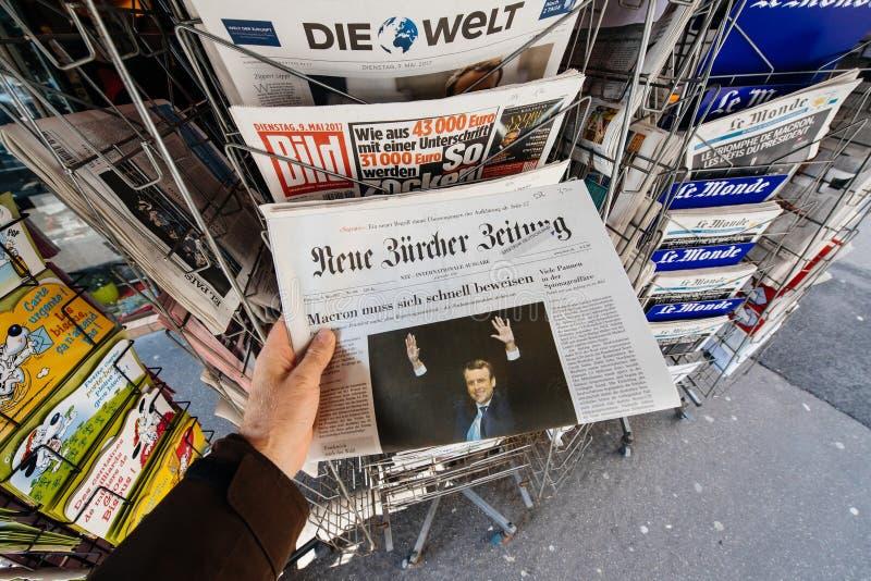 POV die de krant van Neue kopen Burcher Zeitung royalty-vrije stock fotografie