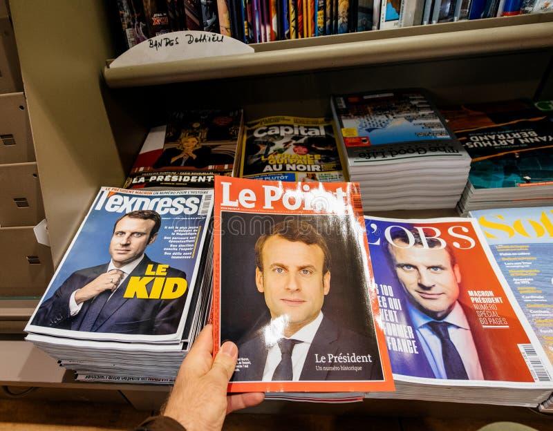 POV-het kopen tijdschriften LÃ ‰ xpress en Le Point royalty-vrije stock foto's