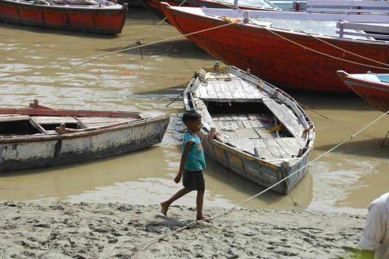Povero giovane primo piano indiano del ragazzo fotografie stock libere da diritti