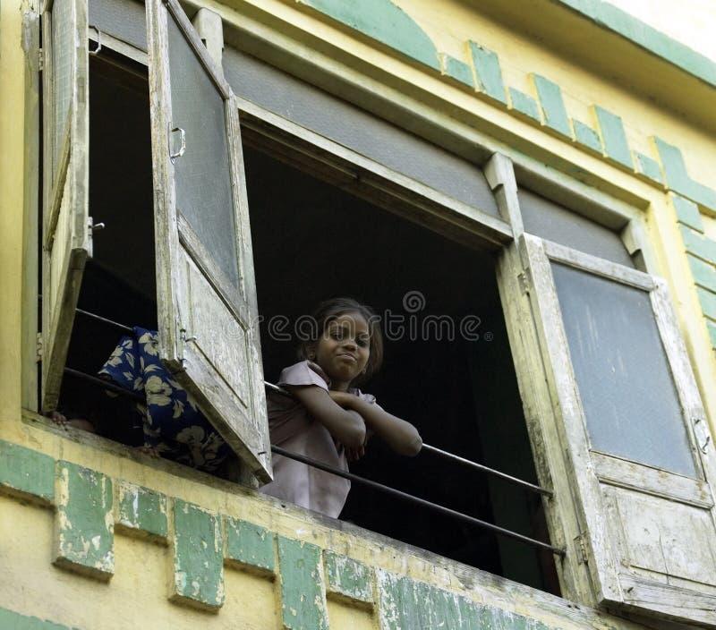 Povertà - alloggiamento di bassifondi Udaipur - in India fotografia stock libera da diritti
