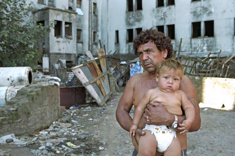 Povertà pura per il padre ed il figlio argentini fotografia stock libera da diritti