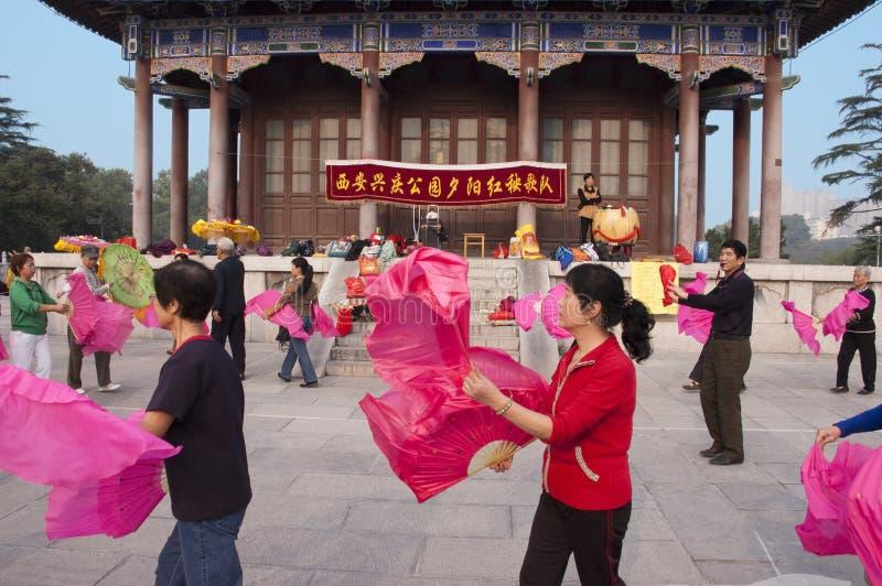 Povo chinês do exercício, parque Xian China de Xingqing imagem de stock royalty free