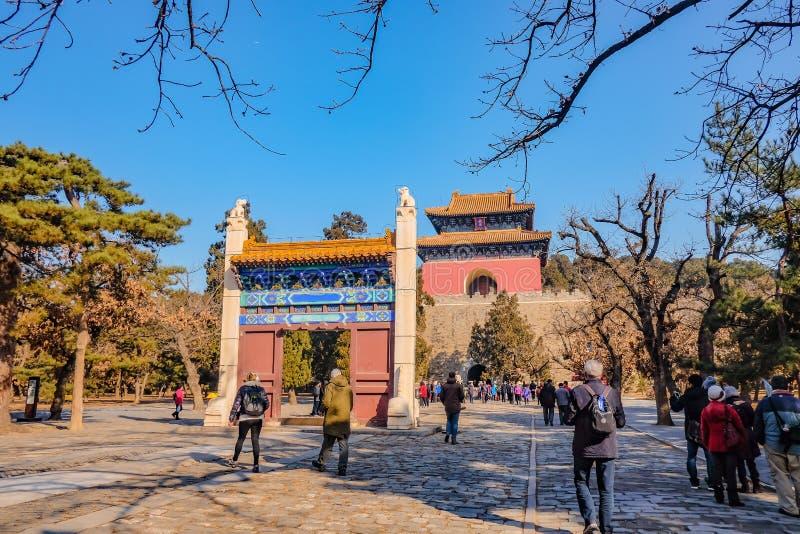 Povo chinês ou turista Unacquainted que andam em Ming Dynasty Tombs foto de stock