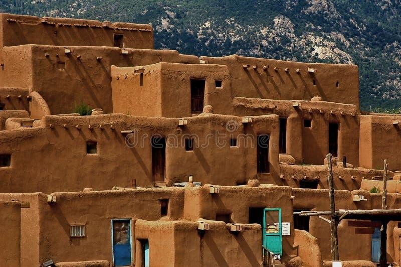 Povoado indígeno de Taos imagem de stock royalty free