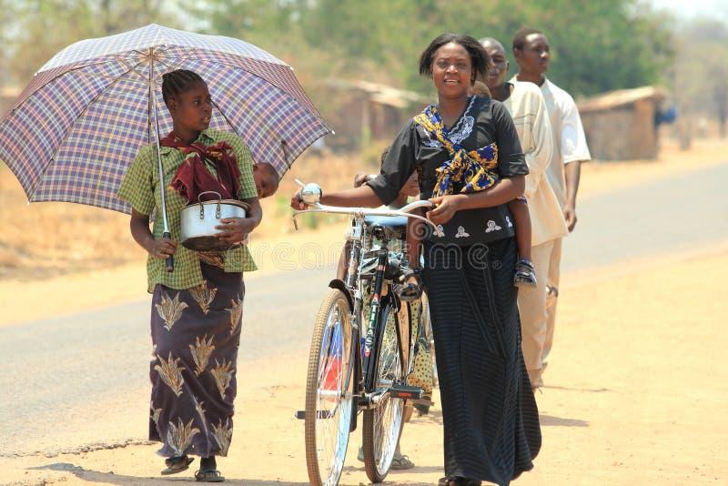 Povos africanos na rua fotografia de stock