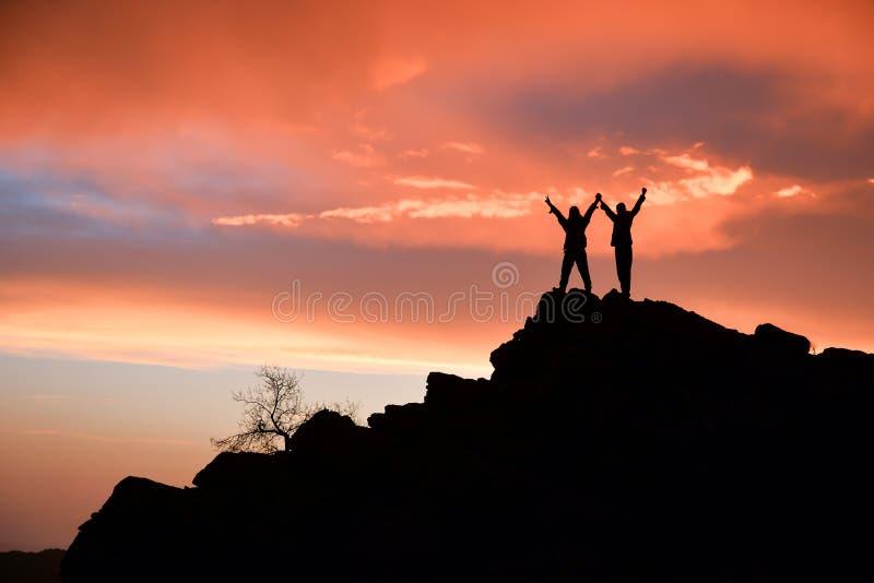 Povos bem sucedidos, dedicados e harmoniosos imagens de stock