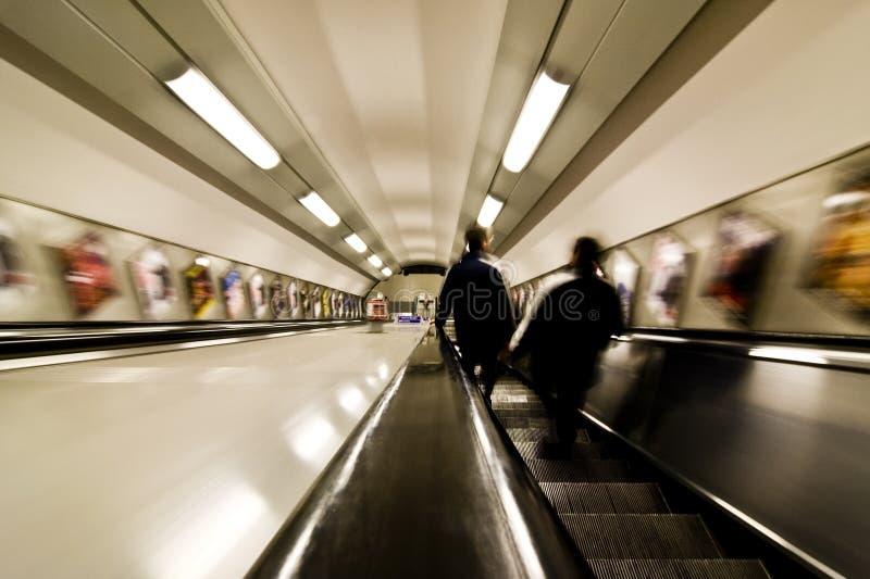 Povos borrados no metro fotografia de stock