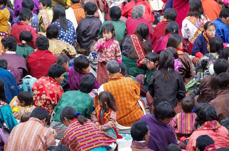 Povos butaneses no monastério de Gangtey, Gangteng, Butão imagem de stock royalty free