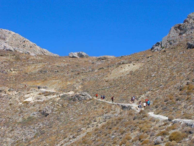 Povos, caminhando nas montanhas fotografia de stock royalty free