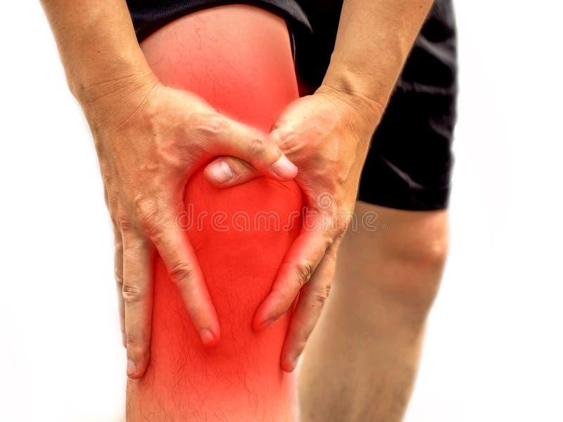 Povos com dor do joelho e mão má de sentimento no ele joelho, conceito saudável imagens de stock royalty free