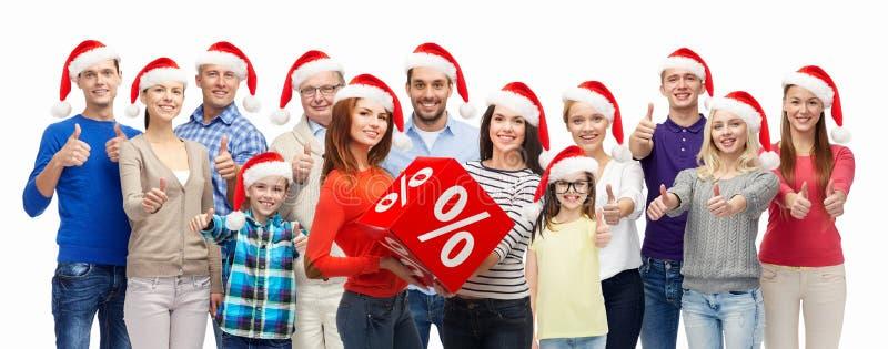 Povos com os sacos de compras na venda do Natal imagens de stock