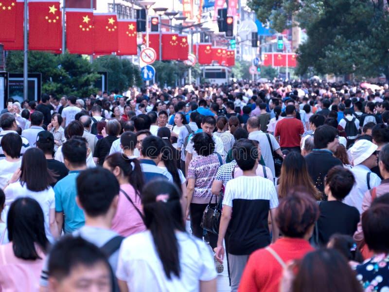Povos da multidão em SHANGHAI CHINA imagem de stock