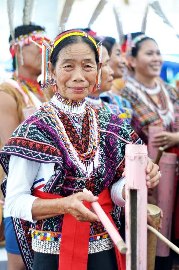 Povos de Kadazan Dusun de Bornéu com traje tradicional fotografia de stock royalty free