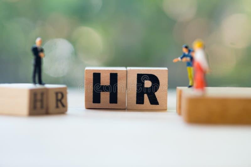 Povos diminutos: Os supervisores procuram empregados para o emprego fotos de stock