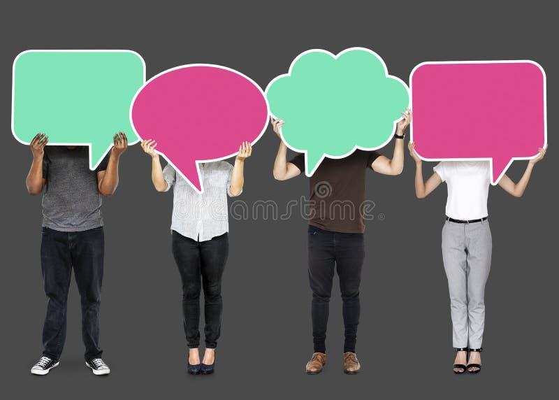 Povos diversos que mostram símbolos da bolha do discurso fotografia de stock