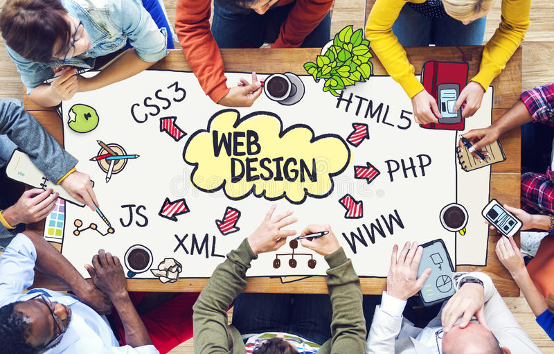 Povos diversos que trabalham e conceito de design web fotos de stock royalty free