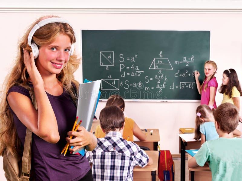 Povos do grupo na sala de aula fotos de stock