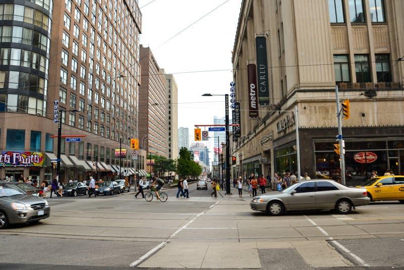 Povos e carros Toronto em Canadá fotos de stock