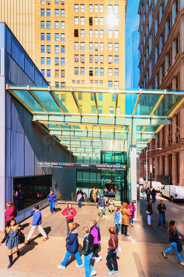 Povos em Fulton Street Subway Station NY imagens de stock