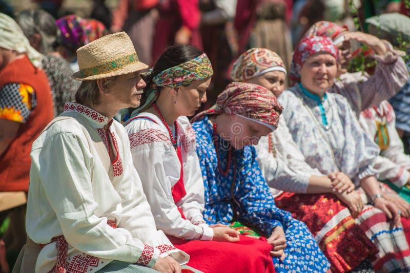 Povos em vestidos tradicionais fotografia de stock