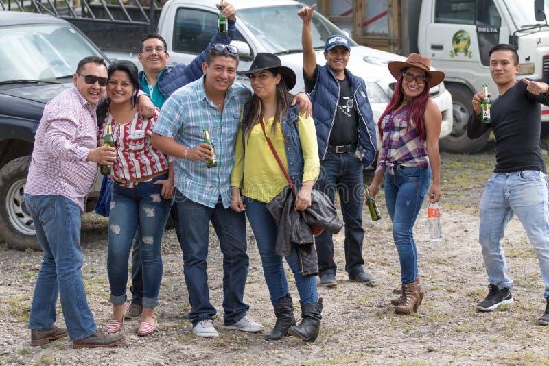 Povos equatorianos em um rodeio rural imagens de stock royalty free