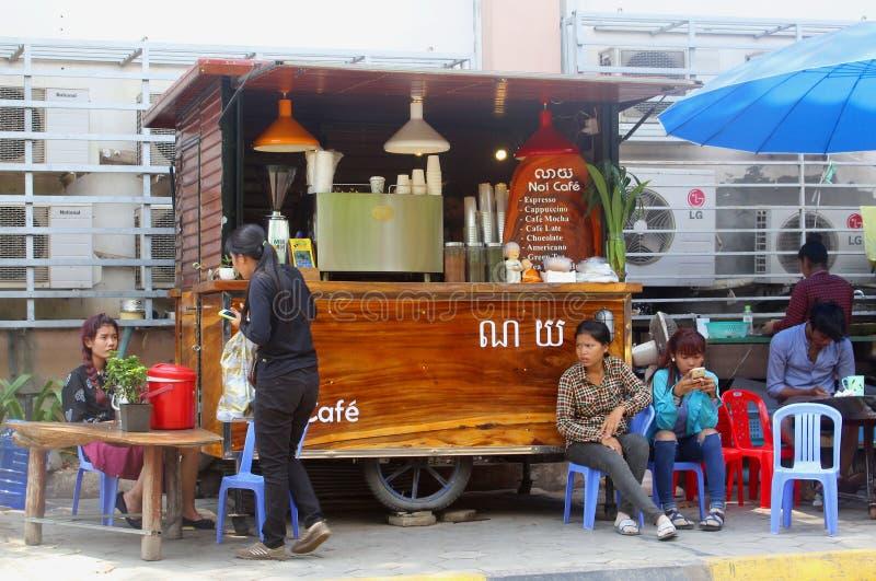 Povos modernos do contador do canto do café, Siem Reap, Camboja fotos de stock