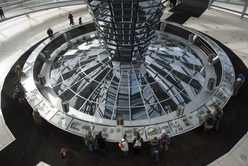 Download A Cúpula Sobre A Construção De Reichstag Em Berlim Foto Editorial - Imagem de atração, abóbada: 29827506