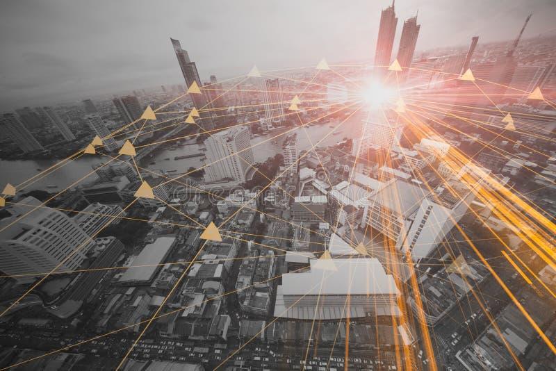 Povos na conexão de negócio da cidade da tecnologia da informação imagens de stock