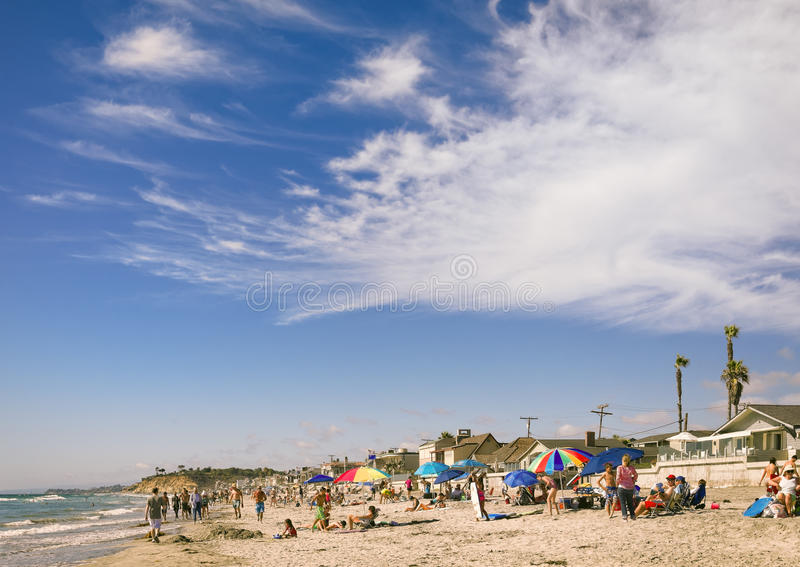 Povos na praia, Del Mar California imagens de stock