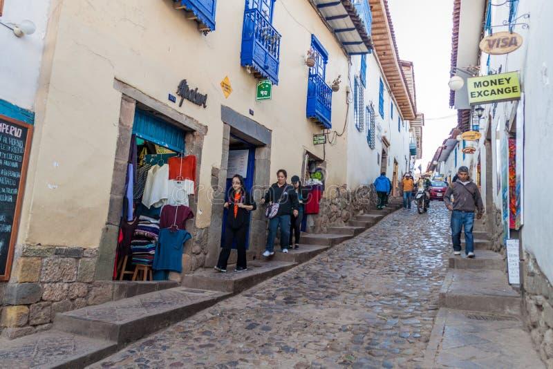 Povos na rua no centro de Cuzco foto de stock