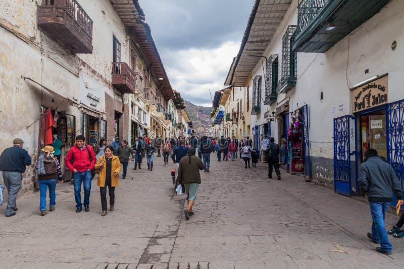 Povos na rua no centro de Cuzco fotografia de stock