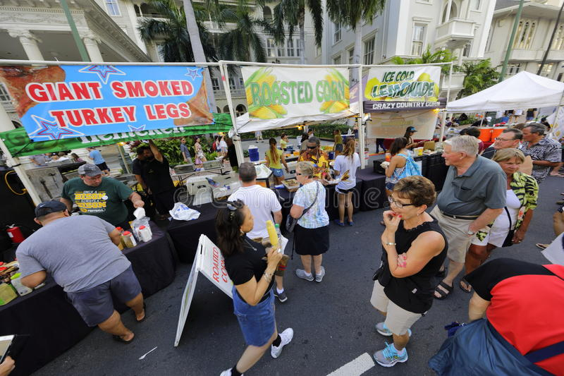 Povos no festival Honolulu HI da rua de Waikiki foto de stock royalty free