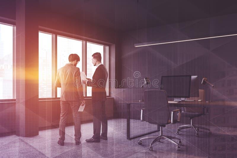 Povos no interior moderno do escritório imagens de stock royalty free