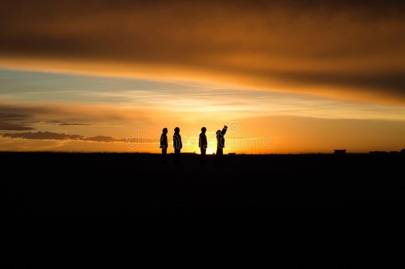 Povos no nascer do sol fotografia de stock royalty free