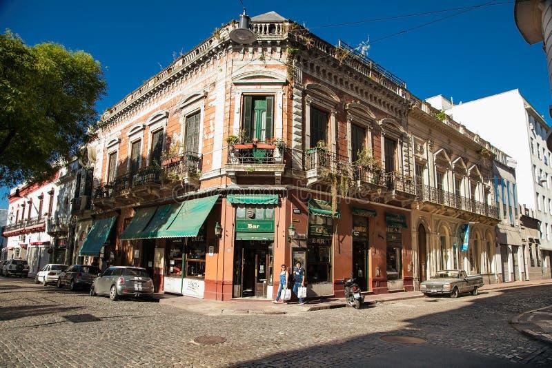 Povos no quadrado tradicional famoso de Dorrego no distrito de San Telmo em Buenos Aires, Argentina imagem de stock royalty free