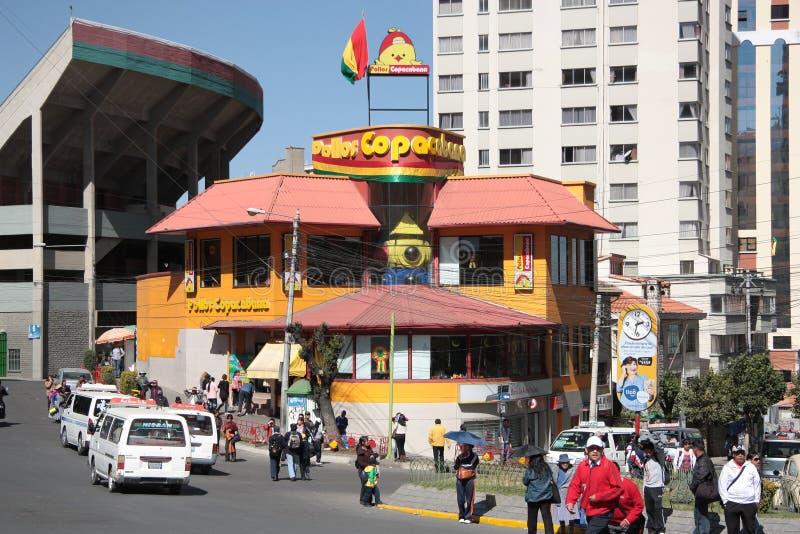 Povos no restaurante de Copacabana em La Paz imagem de stock