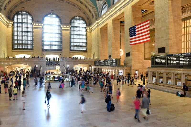 Povos no terminal principal de Grand Central do salão, New York foto de stock royalty free
