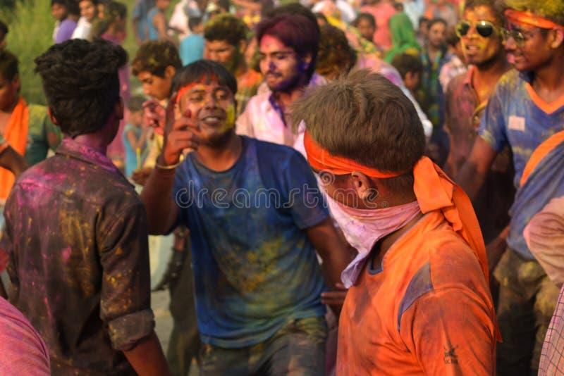 Povos que apreciam durante o festival do chaturthi do ganesh fotografia de stock