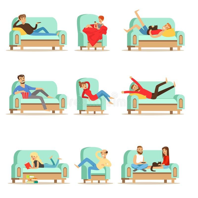 Povos que descansam em casa o relaxamento no tempo livre de Sofa Or Armchair Having Lazy e no grupo do resto de ilustrações ilustração do vetor