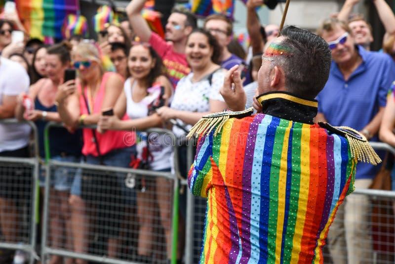 Povos que desfilam em Pride Parade 2019 na cidade de Londres, Reino Unido foto de stock royalty free