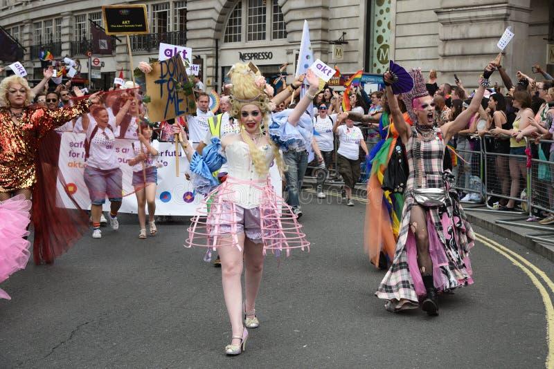 Povos que desfilam em Pride Parade 2019 na cidade de Londres, Reino Unido fotos de stock