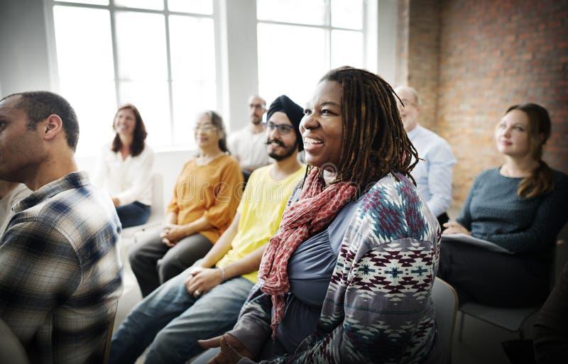 Povos que encontram o conceito da audiência do seminário da conferência imagem de stock royalty free