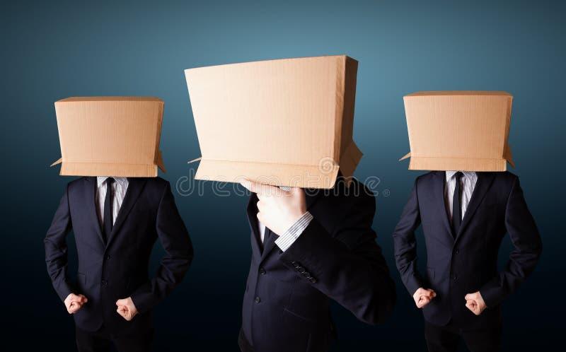 Povos que gesticulam com a caixa vazia em sua cabeça imagens de stock royalty free