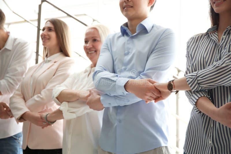 Povos que guardam as mãos dentro fotografia de stock royalty free