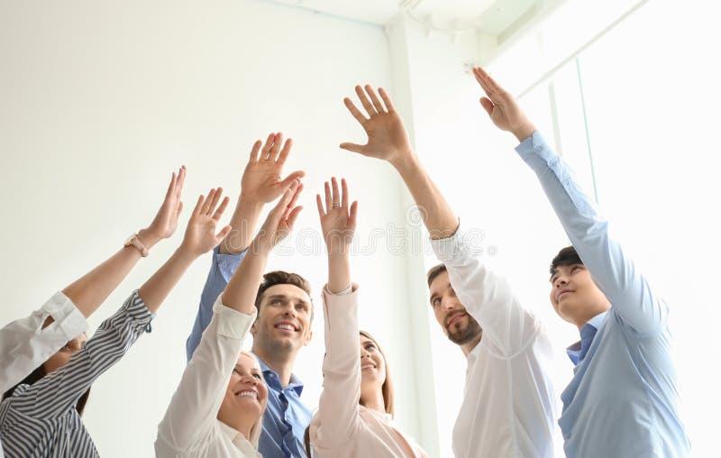 Povos que levantam as mãos junto dentro fotografia de stock royalty free