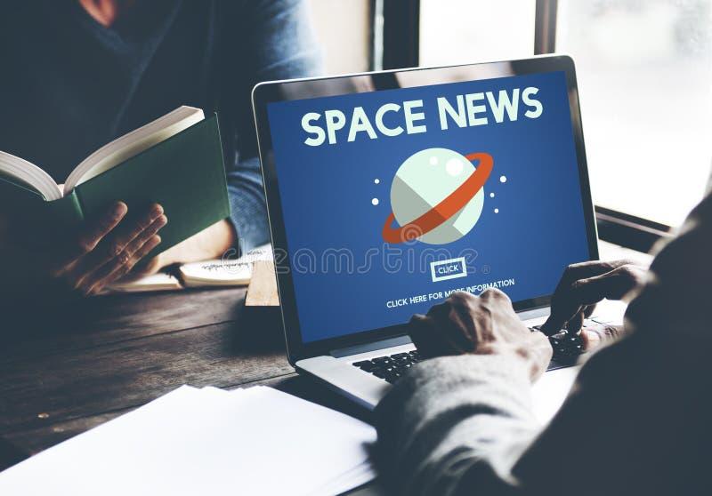 Povos que olham o conceito da notícia do espaço de informação fotos de stock royalty free